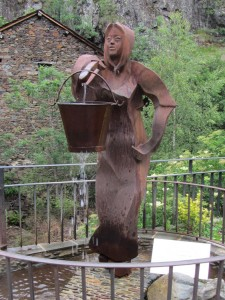 Statue in Tavascan, one of several on the theme of water and work
