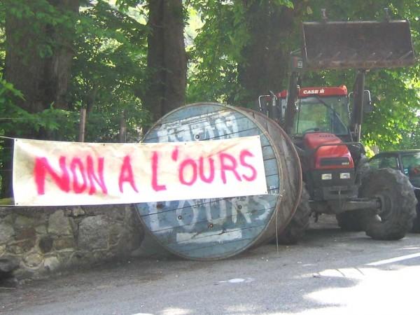 Protest in Bagnères-de-Luchon, Spring 2006