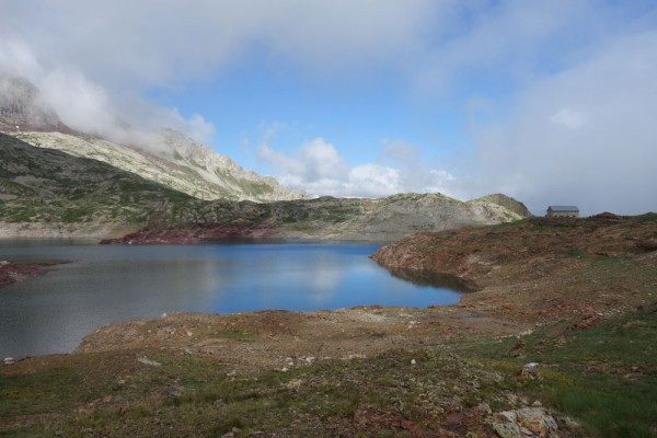 Day 24. Lac d'Urdiceto with its unstaffed hostel.