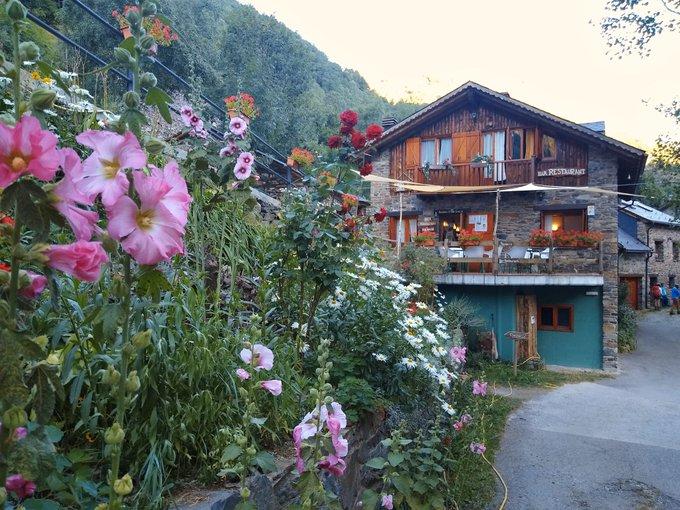 Bordes de Graus: campsite, refuge and restaurant
